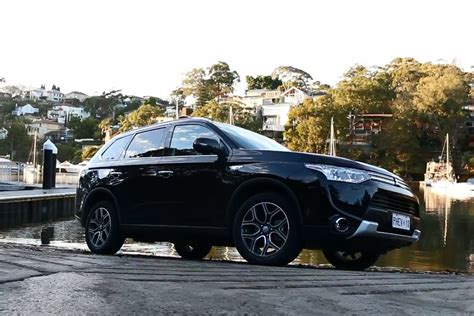 mitsubishi outlander road mitsubishi outlander road review 4x4 australia