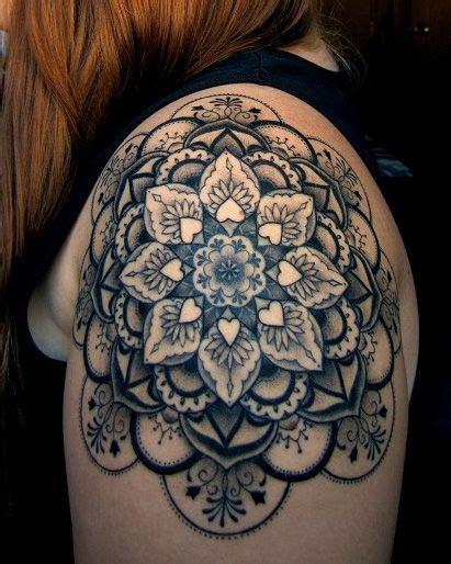 tattoo mandala epaule tatouage mandala femme 36 dessins de la rosace orientale