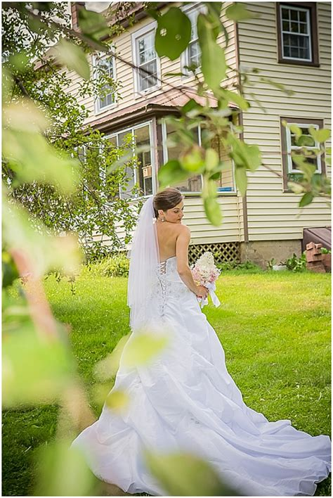 Casual Backyard Wedding Ideas Casual Outdoor Wedding With Vintage Details The Budget Savvy