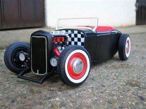 ford  miniature hot rod noir rouge ertl  voiture miniaturecom