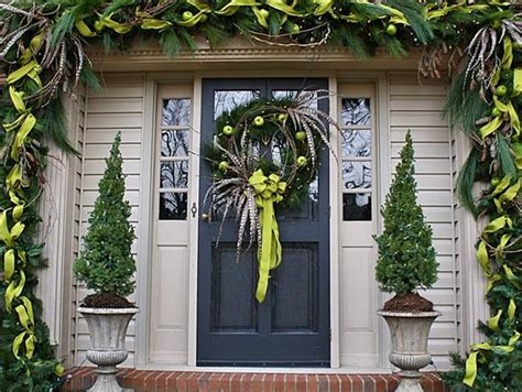Unique Front Door Decor 10 Unique Ways To Decorate Your Front Door For The Holidays Diy Home Decor And Decorating