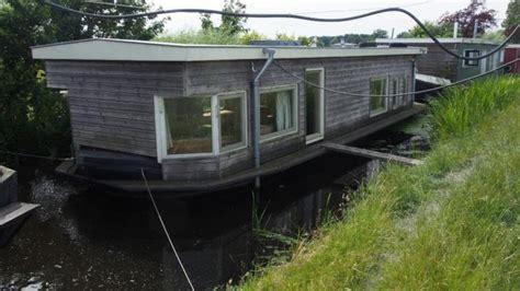 woonboot kopen leiden woonboot tussen de weilanden in voorschoten tweedehands