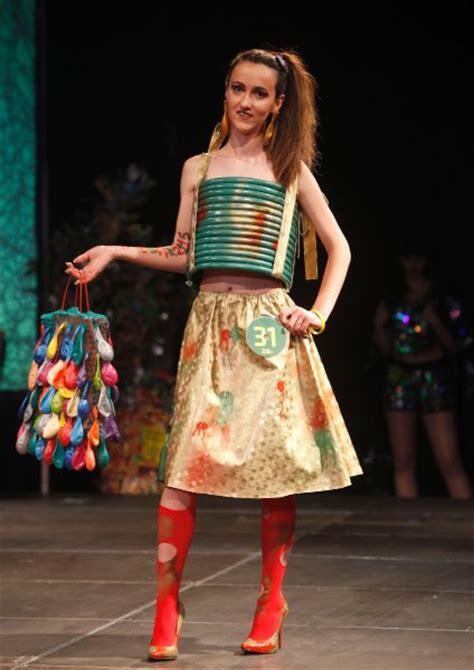 mode aus muell trash fashionshow  mazedonien spiegel