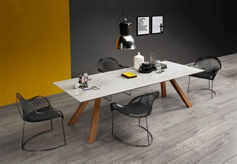 tavoli di marmo tavolo in legno con piano in marmo idfdesign