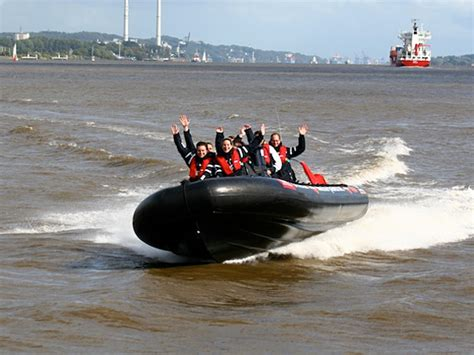 speedboot hamburg speedboat experience hamburg tourismus gmbh