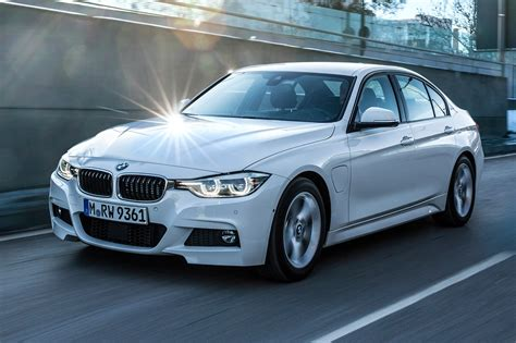 Bmw 3er Serien by Bmw 3 Series 330e 2016 In Hybrid Review By Car Magazine