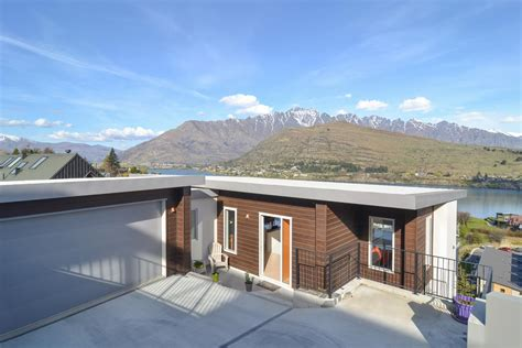 Luxury Homes Queenstown Enjoy Every Moment In Queenstown New Zealand Luxury Homes Mansions For Sale Luxury Portfolio