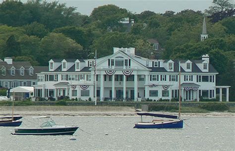 kennedy house obsessed taylor swift buys house next to kennedy s hyannis compound