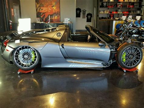 porsche 918 crash after failing to sell wrecked porsche 918 spyder starts