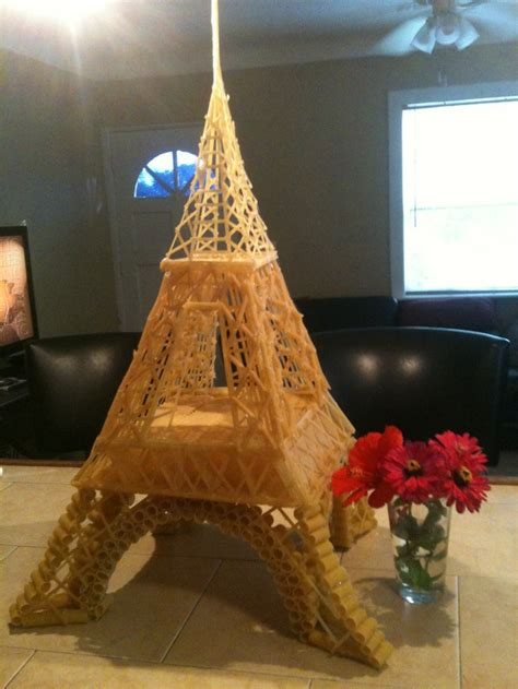 Makaroni Dower pasta eiffel tower by thompson aus nudeln