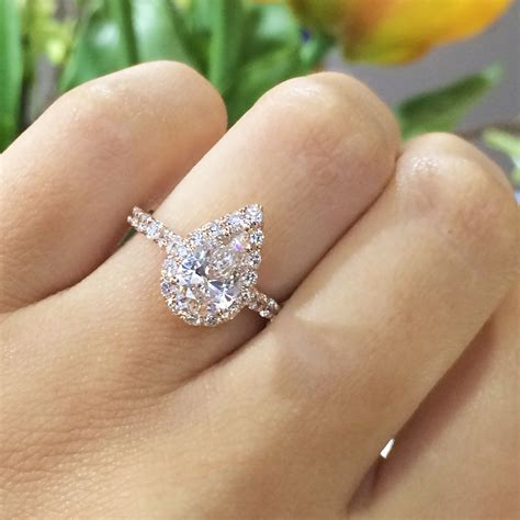 14k gold engagement ring containing