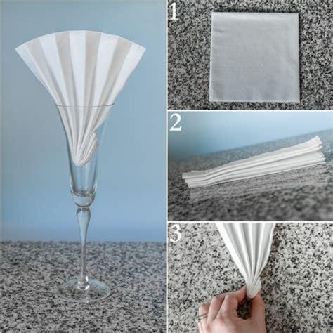 besteck in serviette wickeln papierservietten falten anleitung festliche tischedeko