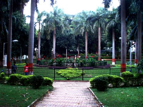 pune station to boat club road travelz unlimited bund gardens pune
