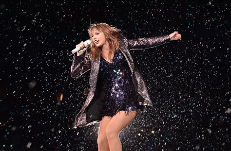 taylor swift reputation tour full concert taylor swift reputation stadium tour pictures popsugar