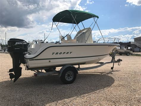 trophy boats 1903 center console used bayliner 1903 center console boats for sale boats