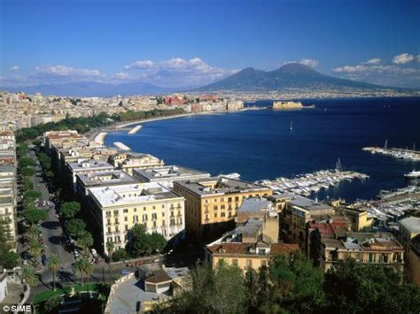 italia napoli italy city breaks naples is a hit as the home of pizza