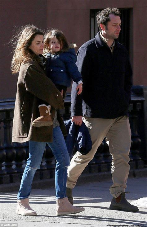 matthew rhys mom keri russell and matthew rhys take keri s daughter out for