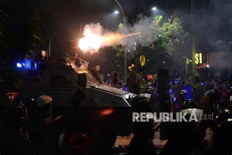 Gas Air Mata 90ml ini alasan polisi tembakkan gas air mata saat demo 4 november republika