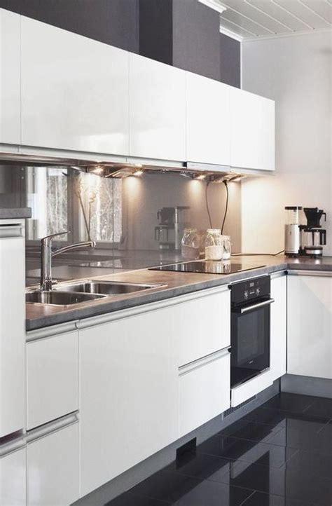 imagenes de cocinas blancas c 243 mo decorar cocinas blancas y modernas 2018 bloghogar
