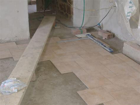 posa piastrelle pavimento come fare la squadratura e realizzazione in pratica di