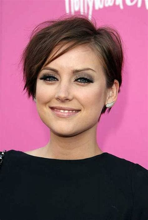 pictures of short easy hairstyles non celebrity short hairstyles for thin hair that will add volume to