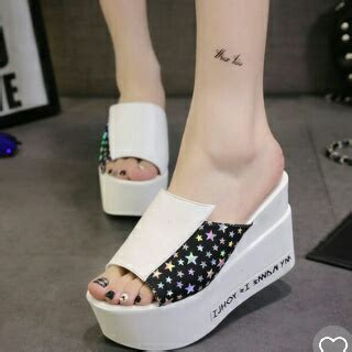 Sandal Wedges Putih by Sandal Wedges Wanita Warna Putih Modern Model Terbaru