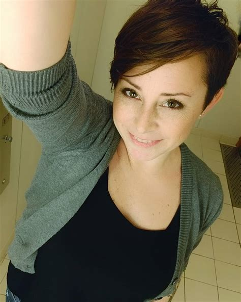 haircuts qualicum beach 20 stunning looks with pixie cut for round face mom pixie