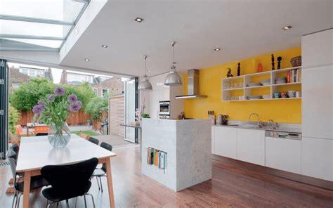 dekorasi dapur  warna kuning terlihat cerah