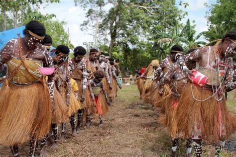 Jual Kain Goni Malang cari wanita tercantik papua di festival danau sentani 2013