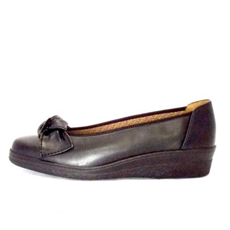 gabor comfort range gabor shoes lesley black leather low heel pump mozimo