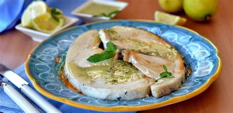 cucinare tranci di pesce spada tranci di pesce spada aromatizzati al limone e rosmarino