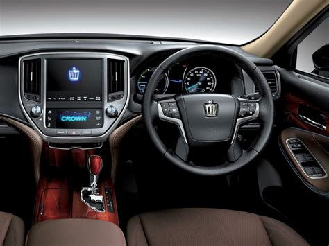 upholstery dashboard toyota crown 2018 prices in pakistan pictures and reviews