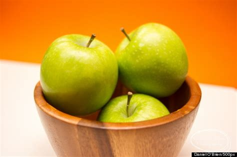 can a eat an apple why you should never peel an apple huffpost