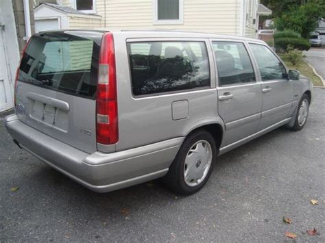 find   volvo  station wagon   row seatsrun great  cleanno reserve