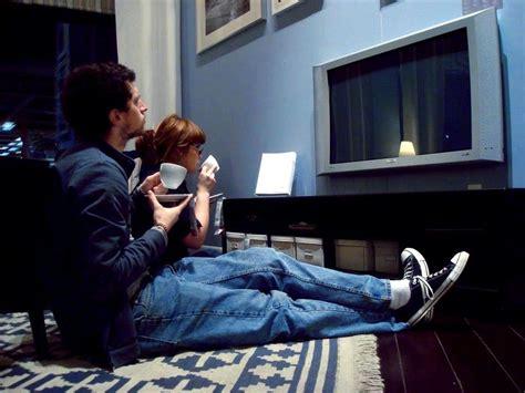 imagenes graciosas viendo television los espa 241 oles ven la tele 4 horas y 22 minutos al d 237 a