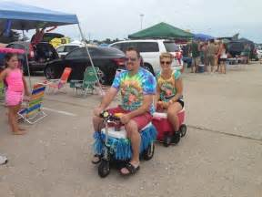 jimmy buffet jones parrotheads put on an all day tailgate like no other