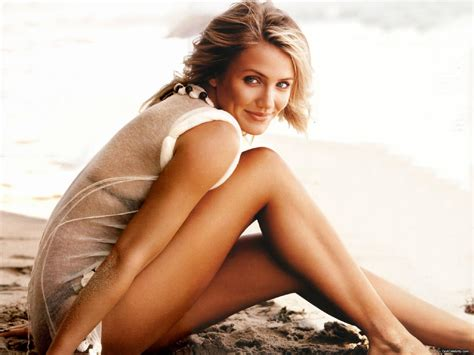 cameron diaz how tall cameron diaz height weight age and body measurements