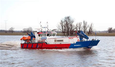 fire boat fighting fire fire fighting vessels for maritime fire fighting