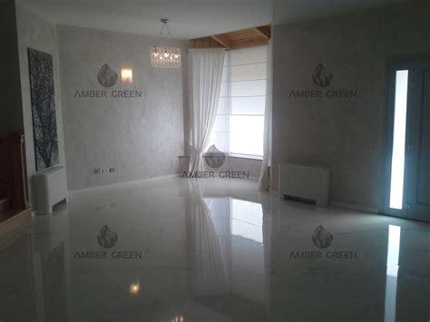 pavimenti per la casa esempio casa con pavimento in resina decorativa