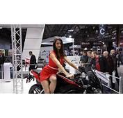 Hot Girls Of The 2014 EICMA Milan Bike Show Live Photos
