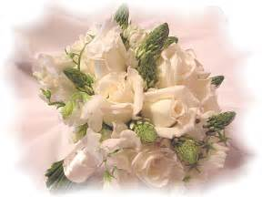 wedding flower arrangement pictures diy wedding flowers blossom into savings for brides