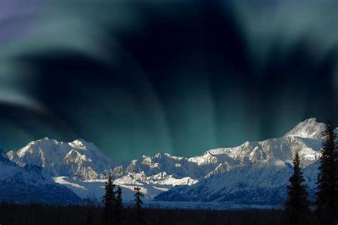 denali national park northern lights aurora borealis over mount mckinley denali national park