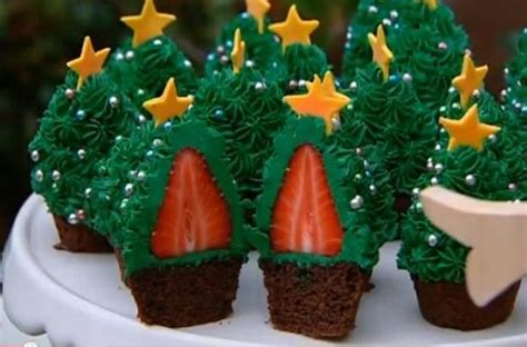 foodista stunning strawberry christmas tree cupcakes