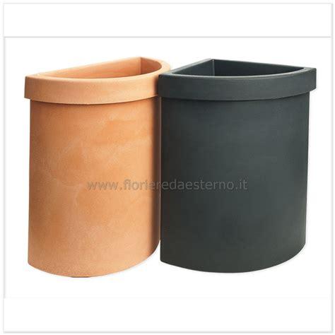 produzione vasi in plastica fioriere in plastica vela vaso angolare cm50x36x56h offerta