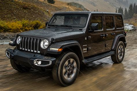 2019 Jeep 4 Door Truck by Jeep Gladiator Vs Jeep Wrangler What S The Difference