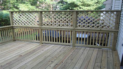 Diy Patio Fence by Townhouse Living Diy Lattice Privacy Fence Lattice Deck