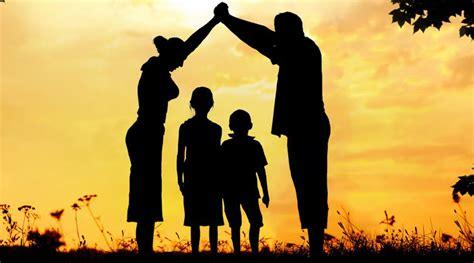 imagenes de la familia rezando la familia como iglesia