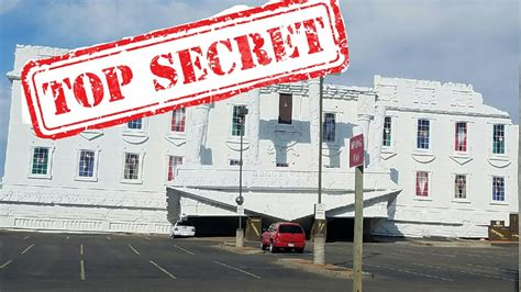 upside down house wisconsin dells top secret white house upside down full tour youtube