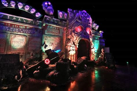 odeum haunted house rocker filmmaker rob zombie goes for jugular in villa park haunted house
