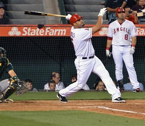 albert pujols swing albert pujols hits his first american league home run
